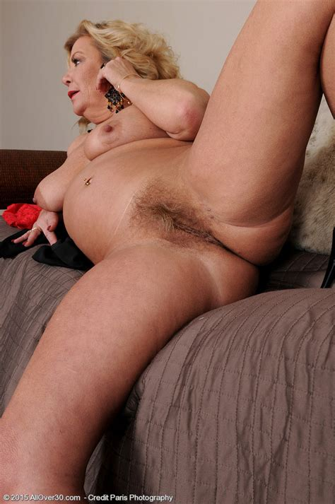 Mature Lady Karen Summer Showing Her Hairy Pussy Of
