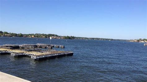 Party Boat On Lake Conroe by Man Falls Off Lake Conroe Party Boat Drowns Abc7chicago
