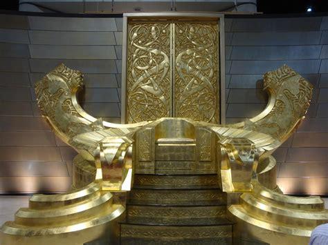 comic   thor throne room  mjolnir geektyrant