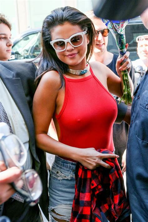 selena gomez   dont  wearing bras famous nipple