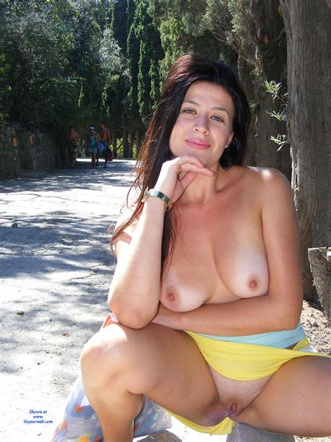 Nude Pose In Public Showing Her Asets May Voyeur
