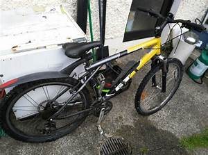 Mountain Bike For Parts Or Repair Flat Tire And No Brakes