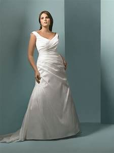Guide to plus size wedding dress styles for curvy brides for Wedding dresses for curvy figures