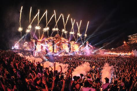 relive    sets  tomorrowland  weekend