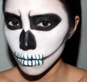 Zombie Schminken Bilder : halloween schminke als zombie auf der halloween party ~ Frokenaadalensverden.com Haus und Dekorationen