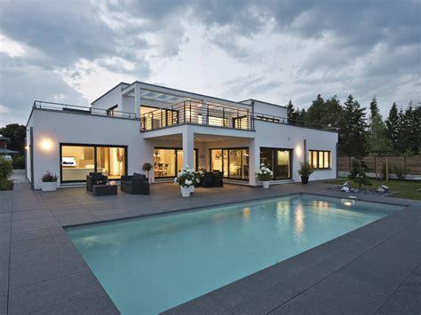 Luxusvilla Im Bauhausstil • Luxushaus Von Weberhaus