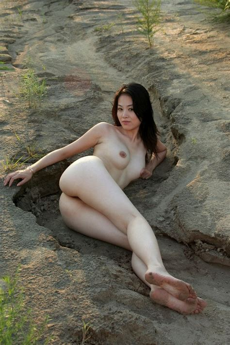 Beautiful Sporty Asian Exposes Her Pussy Outdoors — Asian