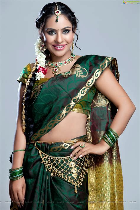 hips in saree page 1030 xossip