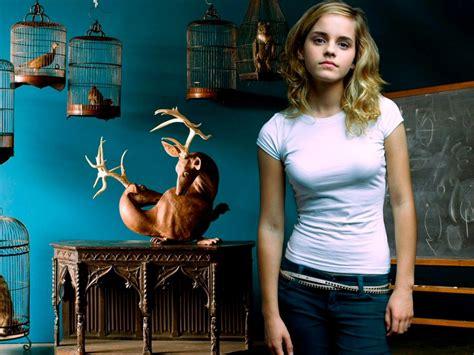 Hollywood Actress Emma Watson Beautiful Photos