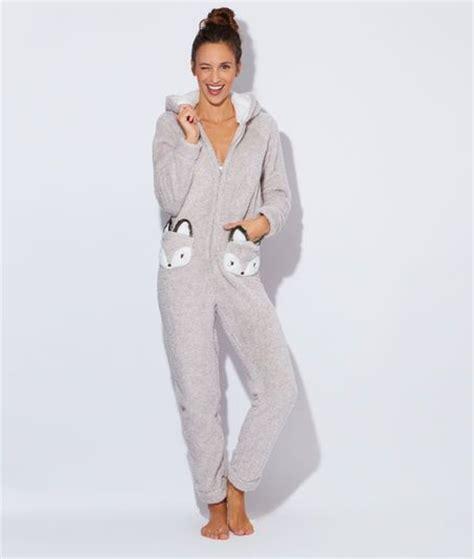 robe de chambre etam 1000 idées sur le thème combinaison pyjama femme sur