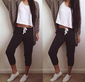 Lazy outfit. Love this. So comfortable and loose and not those white converse from tumblr ...