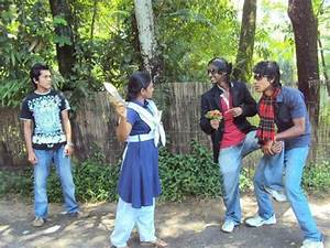 Pakistani Funny Girls New Images And Wallpapers 2013