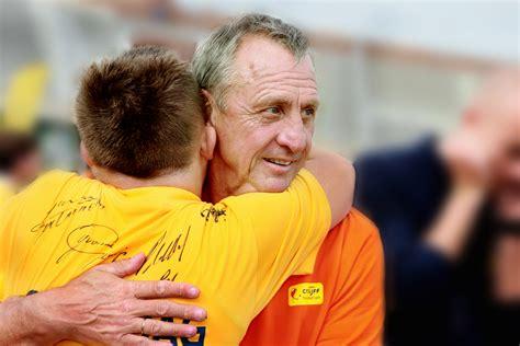 Johan cruyff foundationverified account @fundacioncruyff. Fonk - Economisch: Voetbal International steunt Cruyff ...