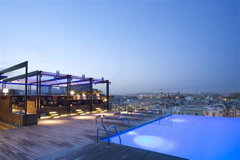 Hot Rooftop Pools To Cool Down In-room