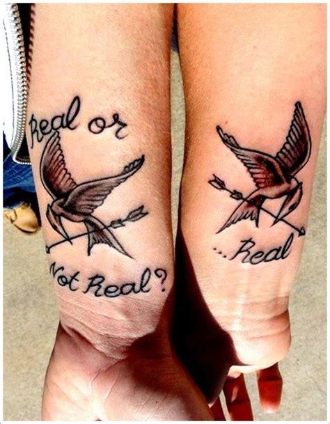 tatouages romantiques pour couples damoureux  copains