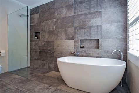 Luxury Free Standing Bath And Walkin Shower