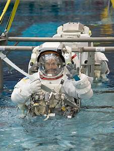 Spacewalk Training at the Neutral Buoyancy Laboratory | NASA