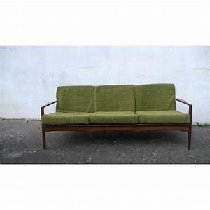 Canapé Velours Vert : canap scandinave en teck et velours vert 1960 design market ~ Teatrodelosmanantiales.com Idées de Décoration