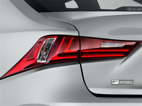 image  lexus    door sedan tail light size