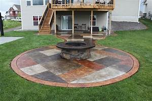 Concrete patio fire pit fire pit design ideas for Concrete patio ideas with fire pit
