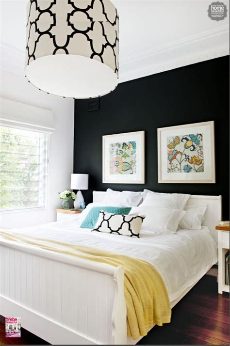 Black Bedroom Wall by This Bedroom Is Of Modern Twists With Walls And