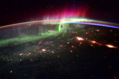 strong solar wind brings brilliant borealis