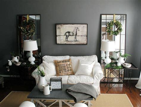 Wände Im Wohnzimmer by Graue Wandfarbe Kombiniert Mit Spiegel Als Deko Im