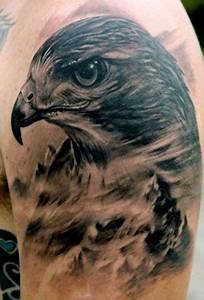 好看帅气的手臂老鹰头像纹身