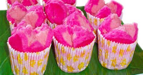 Kue macaroon yang satu ini merupakan kue yang sudah sangat terkenal di dunia pastry, berikut resep kue macaroon warna warni yang enak dan menarik. Resep Kue Bolu Kukus Mekar Merekah Warna - Warni Pelangi