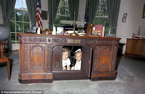 oval office desks that have served the presidents daily