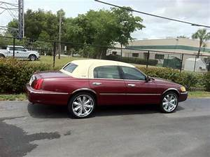 1999 Lincoln Town Car - Information And Photos