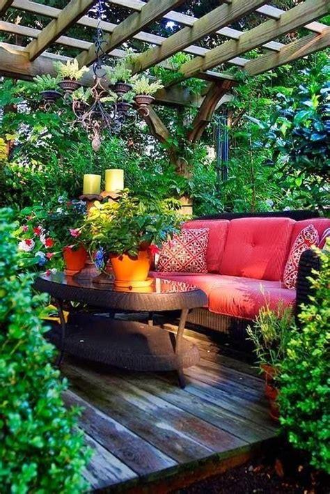 garden retreats  piece  paradise    yard