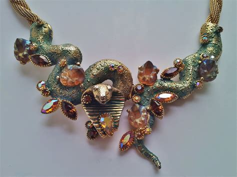 HAR Costume Jewelry from the 1950`s - Roomscape