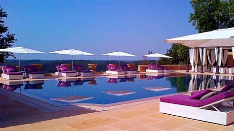 las mejores piscinas de lujo en entornos privilegiados