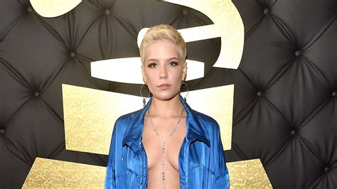 Grammys 2017: Halsey Wore Gym Clothes on the Red Carpet ...