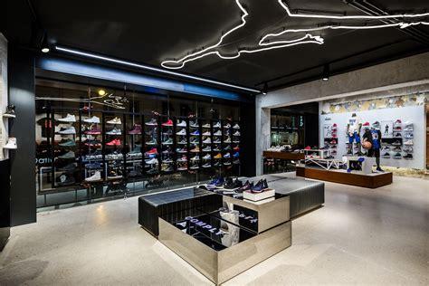 interieur winkel parijs air jordan store in paris sole collector