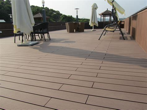 Pontoon Boat Flooring Material by Pontoon Boat Decking Best Flooring Material For Balcony Or