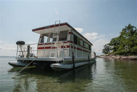 Houseboat Kingston by Houseboat Holidays Day Charters Gananoque