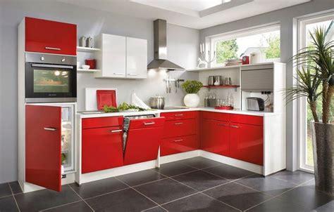foto cocina blanca  roja de miriam marti
