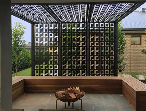 Backyard Screens by Desain Ruang Outdoor Kreatif Dan Sensasional Arsitag