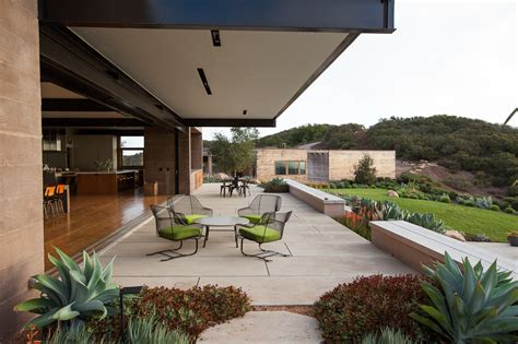 House Patio by Bestor Architecture Toro House