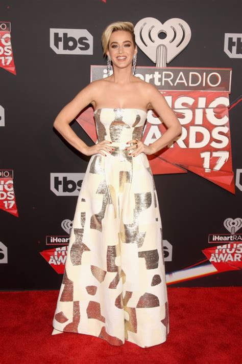 Katy Perry Wears Super-Wide Legged Pants to the ...