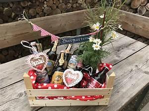 Kleines Geschenk Für Männer : biergarten geschenkidee geschenkkorb geschenkidee f r m nner einladung zum grillen ~ Orissabook.com Haus und Dekorationen