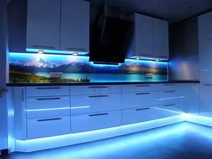 Küche Fliesenspiegel Plexiglas : 5 wege seinen fliesenspiegel neu zu gestalten ~ Markanthonyermac.com Haus und Dekorationen
