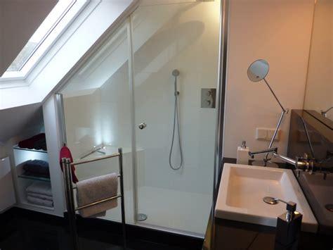ablage badezimmer badgestalten duschen unter der schräge