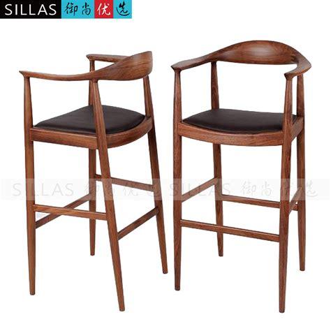 chaise bar bois kennedy noyer meubles en bois chaise longue tabouret de bar bar chaise haute chaises tabourets