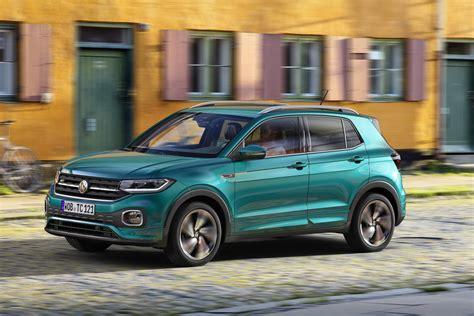 Jis daro įspūdį tiek savo ryškiu ir dinamišku dizainu, tiek savo lankstumu. Foto - Volkswagen T-Cross: i prezzi partono da 19.000 euro