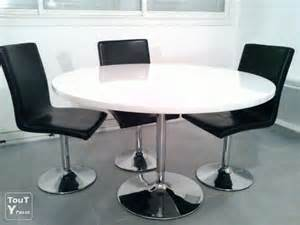 table ronde laqu 233 e blanche alin 233 a