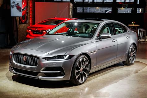 jaguar xe facelift sharpens  british sedan amena