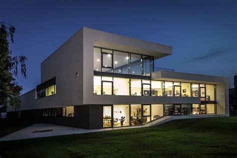 architektenportal modernes buerogebaeude  leipzig